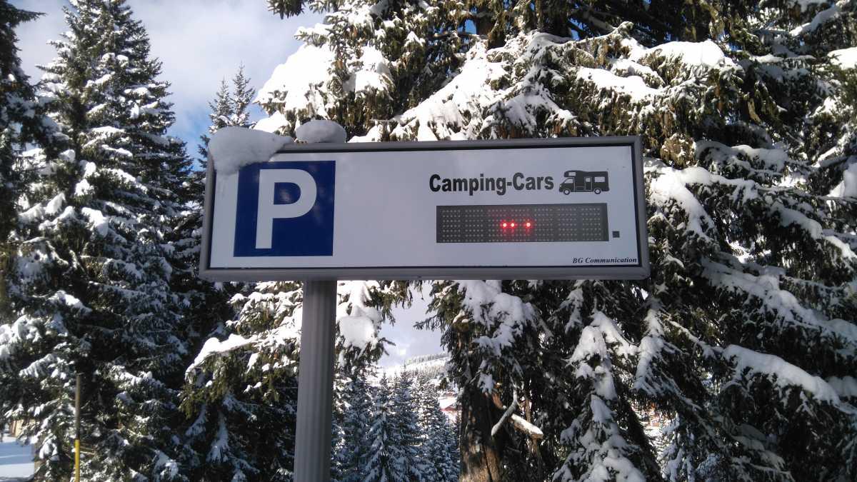 Nombre de places disponibles sur l'aire stationnement camping-car du Grand-Tétras