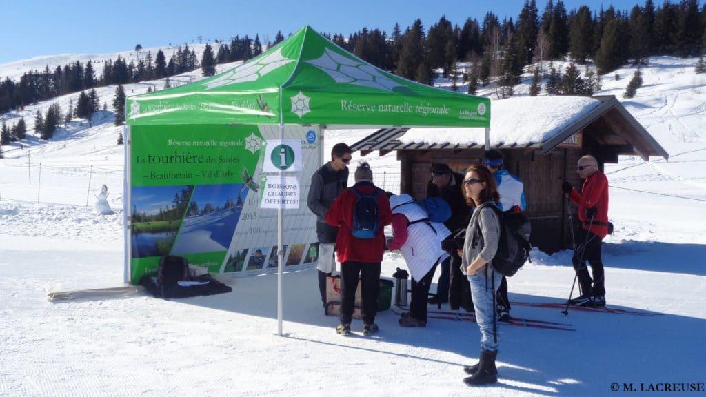 Stand à l'entrée du domaine de ski de fond aux Saisies